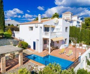 Villa   à Nerja pour 8 personnes avec piscine privée p0