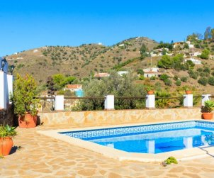 Villa   à Nerja pour 6 personnes avec piscine privée p0