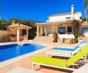 Villa   à Estepona pour 6 personnes avec piscine privée p0