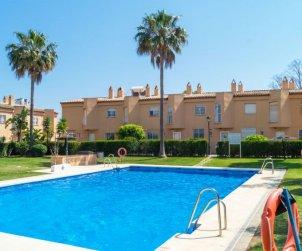 Villa   à Marbella pour 6 personnes avec piscine commune p0