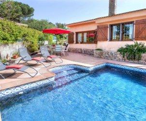 Villa   à Caldes de malavella pour 6 personnes avec piscine privée p0