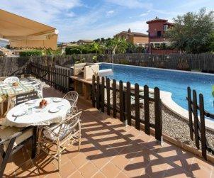Villa   à El Vendrell pour 9 personnes avec piscine privée p0
