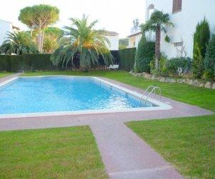 Appartement   à l'Escala pour 6 personnes avec piscine commune, parking et proche mer p2