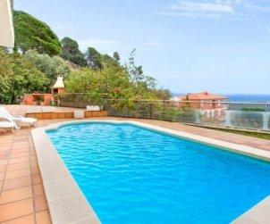 Villa   à Lloret del Mar pour 10 personnes avec piscine privée, climatisation et belle vue mer p2