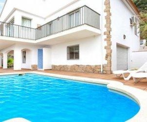 Villa   à Lloret del Mar pour 10 personnes avec piscine privée, climatisation et belle vue mer p1