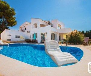 Villa   à Calpe pour 10 personnes avec piscine privée, vue mer et climatisation  p0