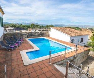 Villa   à Alcúdia pour 6 personnes avec piscine privée p1