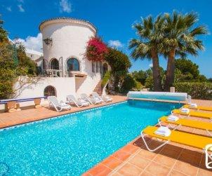 Villa   à Benissa pour 10 personnes avec piscine privée couverte, solarium et belle vue mer p1