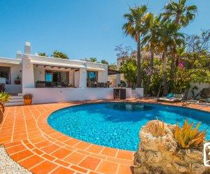 Villa   à Moraira pour 8 personnes de style ibiza avec piscine privée et climatisation p0