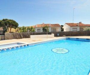 Villa   à Arenys de Mar pour 8 personnes avec piscine commune p0