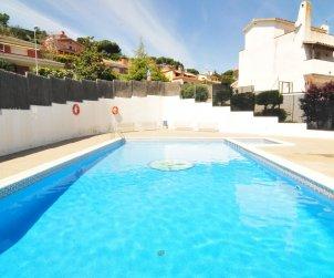 Villa   à Arenys de Mar pour 8 personnes avec piscine commune p1