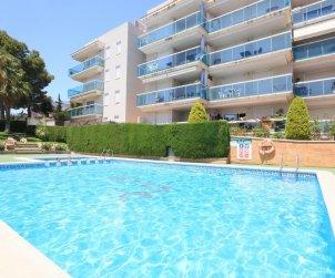 Appartement   à Salou pour 5 personnes avec piscine commune et petite vue mer p0