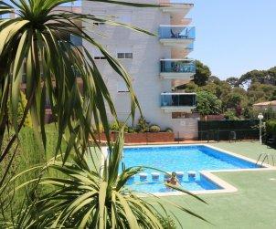 Appartement   à Salou pour 5 personnes avec piscine commune et petite vue mer p1