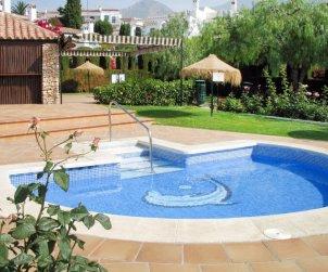 Villa   à Nerja pour 6 personnes avec piscine commune p2