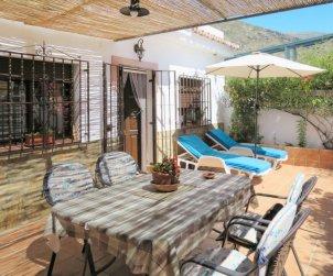 Villa   à Nerja pour 4 personnes avec piscine privée p1