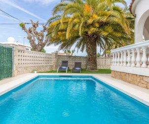 Villa   à Empuriabrava pour 4 personnes avec piscine privée p1