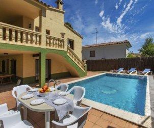 Villa   à Pals pour 10 personnes avec piscine privée p2
