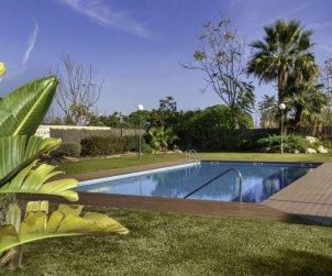 Villa   à Lloret del Mar pour 8 personnes avec piscine commune p0