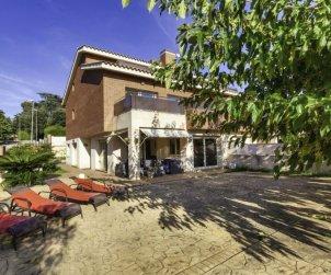 Villa   à Lloret del Mar pour 8 personnes avec piscine commune p1