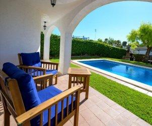 Villa   à Cunit pour 8 personnes avec piscine privée p0