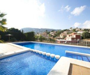 Villa   à Calpe pour 6 personnes avec piscine commune p1
