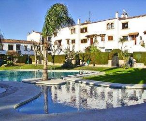 Villa   à Cambrils pour 4 personnes avec piscine commune p0