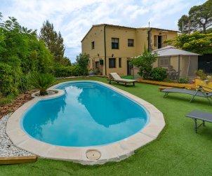 Appartement   à Sant Cebrià de Vallalta pour 8 personnes avec piscine privée p1