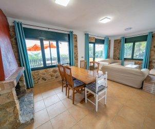 Appartement   à Sant Cebrià de Vallalta pour 8 personnes avec piscine privée p2