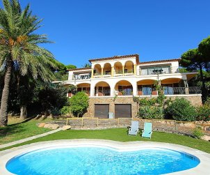 Villa   à Platja d'Aro pour 6 personnes avec piscine commune p0
