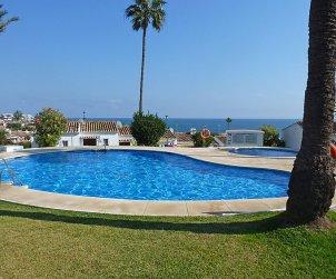 Villa   à Mijas pour 4 personnes avec piscine commune p0