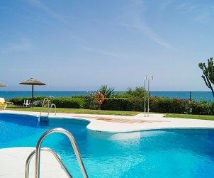 Villa   à Mijas pour 8 personnes avec piscine commune p1