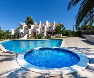 Villa   à Ametlla de Mar pour 6 personnes avec piscine commune p0