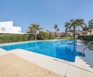 Villa   à Chiclana de la frontera pour 6 personnes avec piscine commune p0
