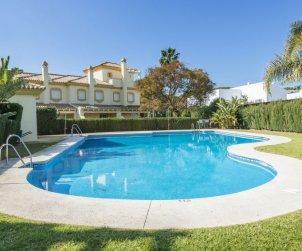 Villa   à Chiclana de la frontera pour 6 personnes avec piscine commune p1