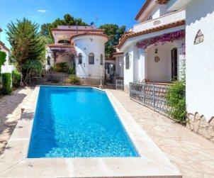 Villa   à Miami Platja pour 6 personnes avec piscine commune p1