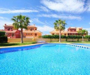 Villa   à Benidorm pour 6 personnes avec piscine commune p0