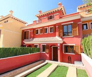 Villa   à Benidorm pour 6 personnes avec piscine commune p1