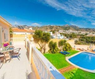 Villa   à Nerja pour 6 personnes avec piscine privée p2
