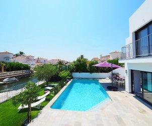 Villa   à Empuriabrava pour 10 personnes avec piscine privée p2