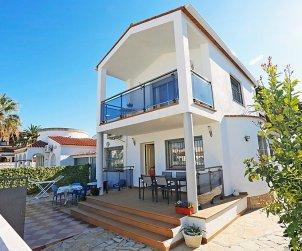 Villa   à Cambrils pour 9 personnes avec piscine commune p0