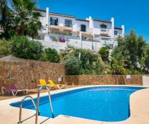 Villa   à Nerja pour 4 personnes avec piscine commune p0