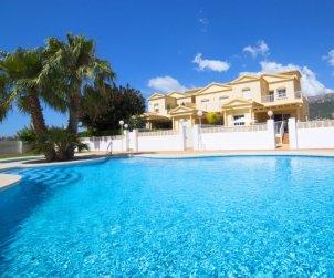 Villa   à Calpe pour 8 personnes avec piscine commune p0
