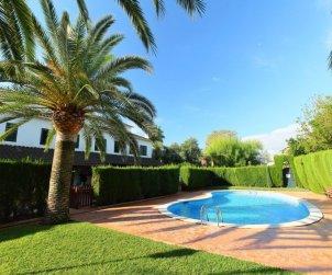 Villa   à Cambrils pour 8 personnes avec piscine commune p2
