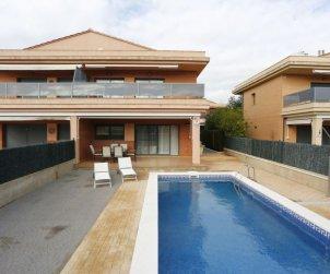 Villa   à L'Ampolla pour 6 personnes avec piscine privée p0