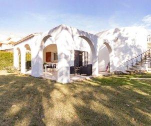 Villa   à Cambrils pour 8 personnes avec piscine commune p1