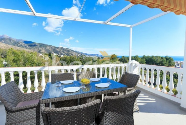 Villa   à Nerja pour 8 personnes avec piscine privée p4