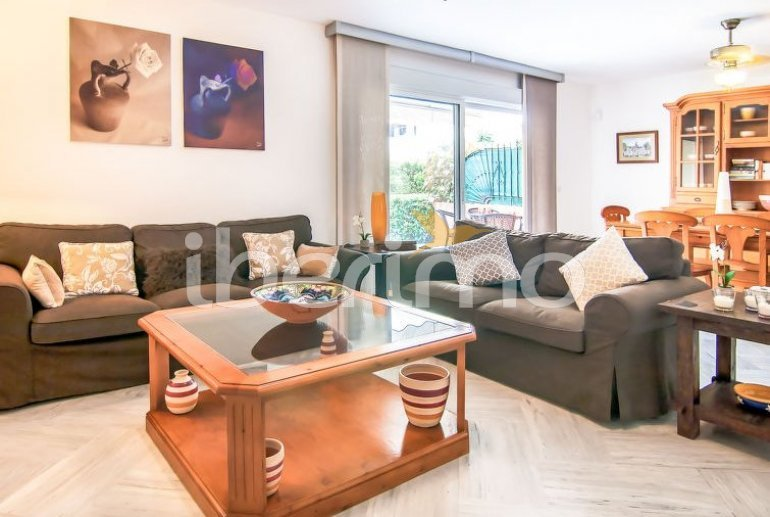 Villa   à Estepona pour 10 personnes avec piscine commune p10