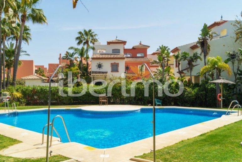 Villa   à Estepona pour 8 personnes avec piscine commune p1