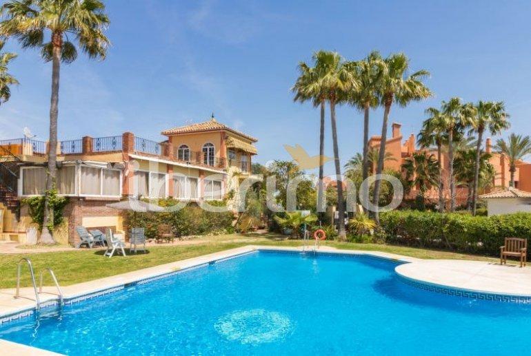 Villa   à Estepona pour 10 personnes avec piscine commune p2