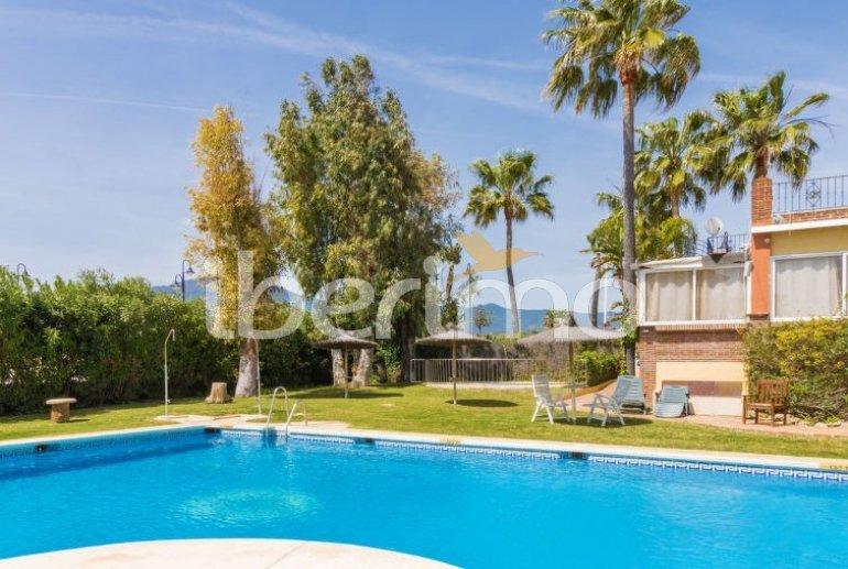 Villa   à Estepona pour 10 personnes avec piscine commune p3